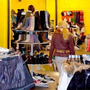 Магазины одежды и обуви Угры
